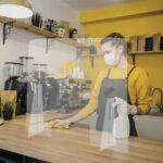 Paretina-parafiato-mobile-in-plexiglass-trasparente-ambientata