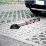 Dissuasore-manuale-a-colonna-per-parcheggio-ambientato-2